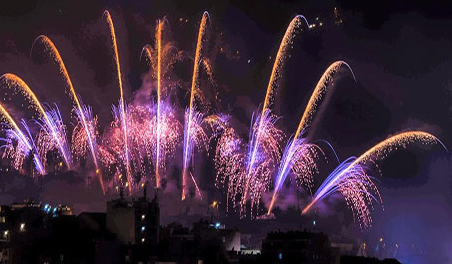 Spain takes to the skies for fireworks display