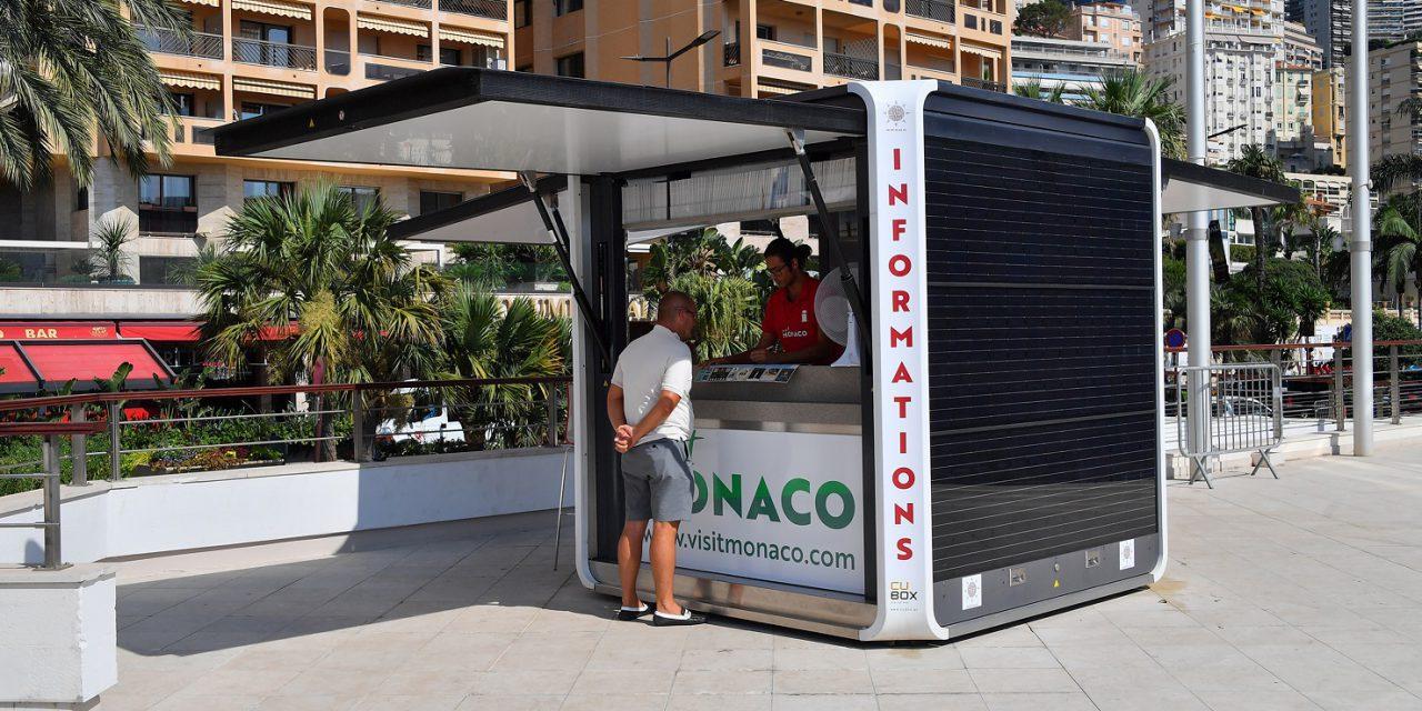Tourist kiosk attracts sun at Grimaldi Forum