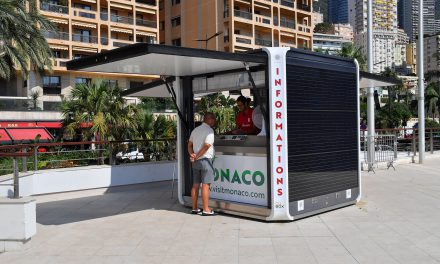 Tourist kiosk attracts sun at Grimaldi Forum