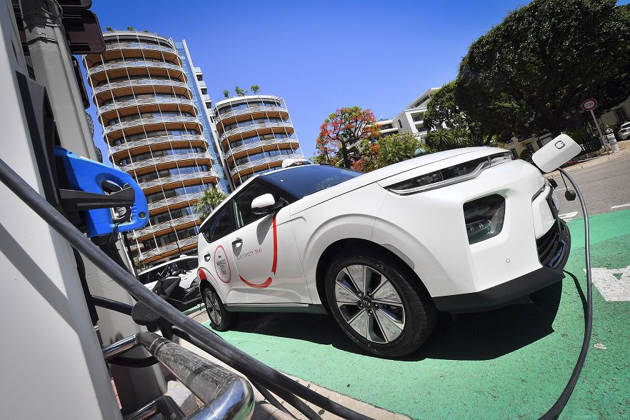 Monaco's electric taxis take success into France