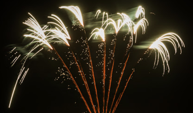 England rules the skies in fireworks contest