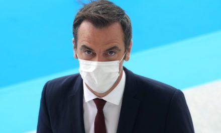 France brings forward mask rule