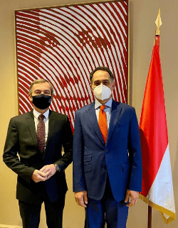 Minister and Ambassador explore teleworking possibilities