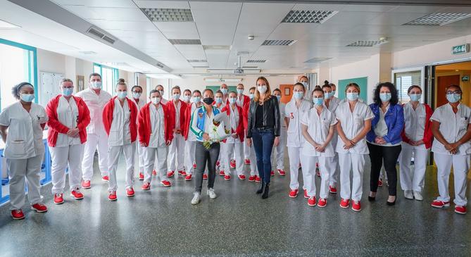 Top woman sailor Alexia Barrier pays tribute to hero nurses
