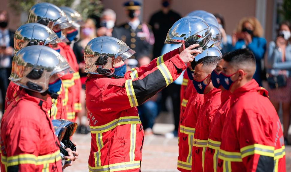 Helmet presentation for Fire Brigade recruits