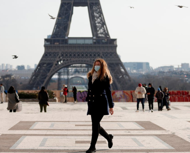 Desperate for tourists, France to offer free tests