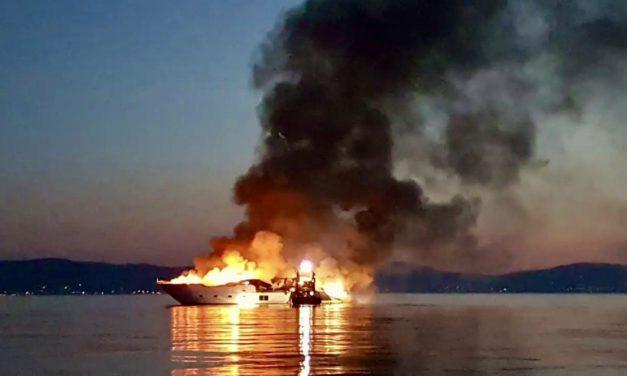 Yacht destroyed in fiery blaze off Îles d'Hyères